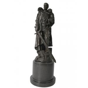 Памятник советскому солдату в Трептов-парке в Берлине