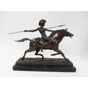 Афина на коне с копьём