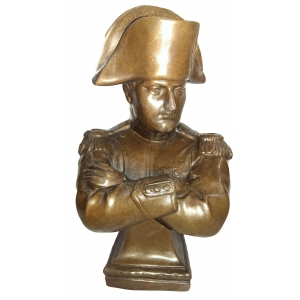 бюст Наполеона (скрестил руки)