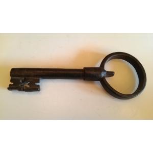 большой кованный ключ от ворот, конец 18 - начало 19 века