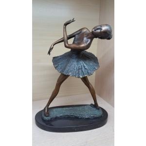 Балерина выгнула спинку