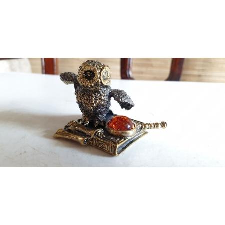 Ученая сова с лупой