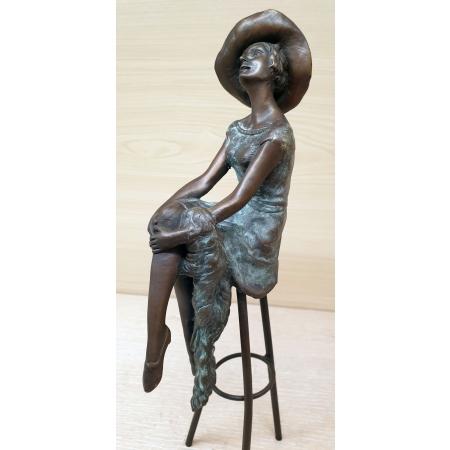 Девушка на стуле. Аристократка в шляпе (цветная)