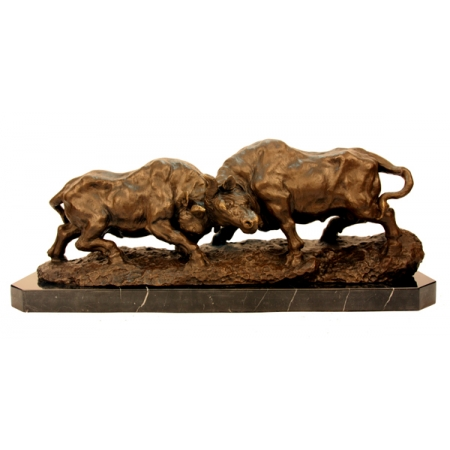 """Скульптура из бронзы """" Бой быков"""""""