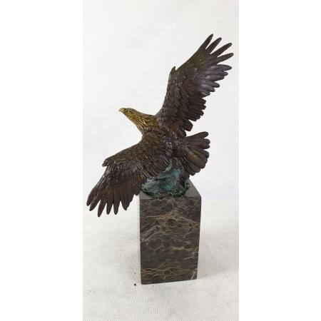 Орёл с распростёртыми крыльями