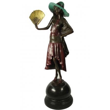 Дама с веером в зелёной шляпке