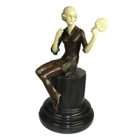Девушка с зеркалом (бронза, кость)