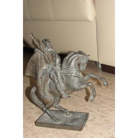 Красный партизан на коне