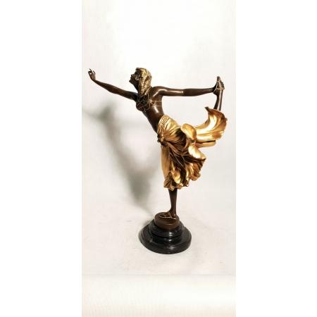 Танцовщица в золотой юбке