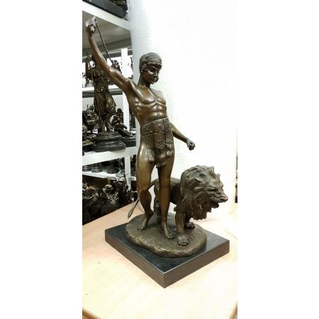 Юноша со львом