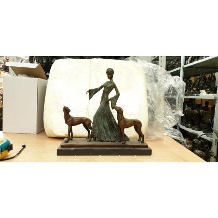 Девушка с собаками (зел.) Прогулка с доберманами