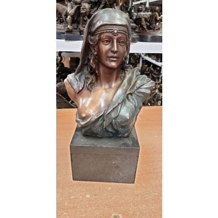 Женский портрет (Семирамида)