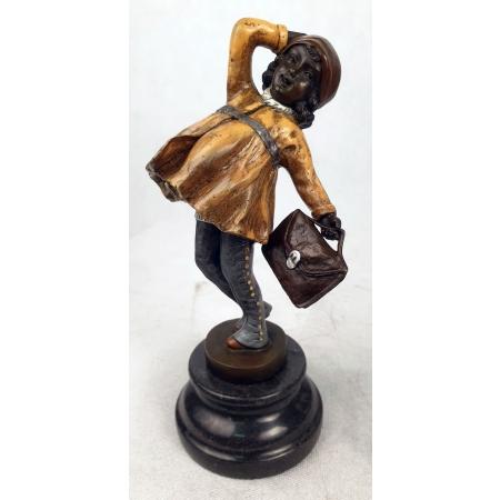 Девочка с портфелем (цветная)
