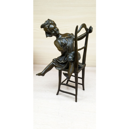 Девочка на стуле с котенком раздельно