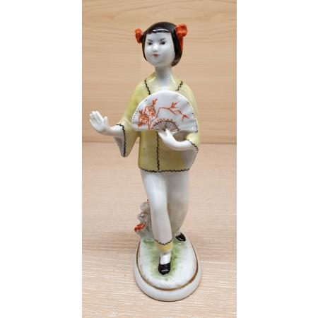 Китаянка с веером (фарфор, ЛФЗ, СССР 70-80 годы)