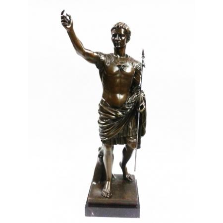 Цезарь с копьём