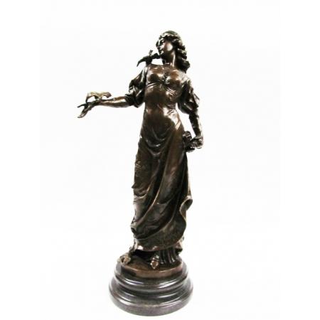 """статуэтка из бронзы """" Девушка с голубями """""""