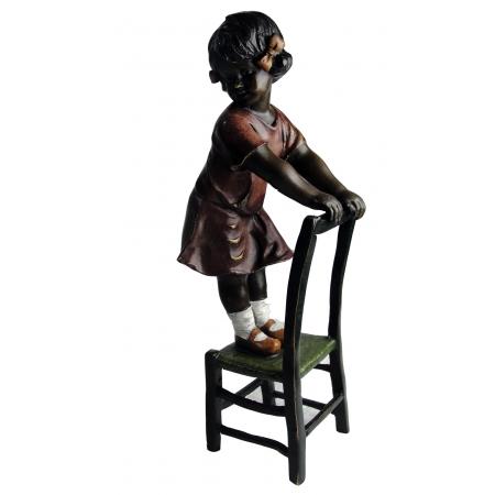 Девочка на стуле (венская бронза)