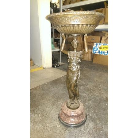 ваза для цветов Девушка на красном камне