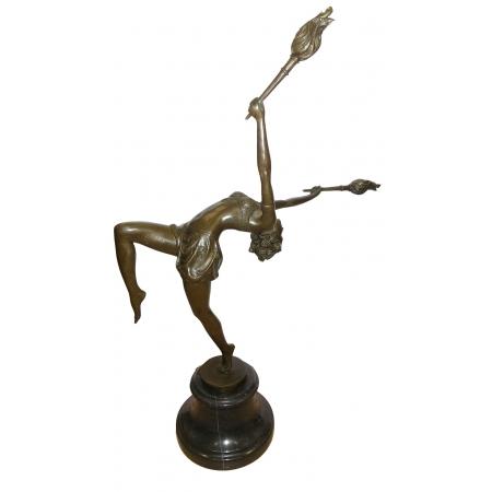 Танцовщица с факелами