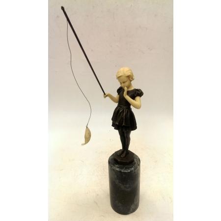 девочка ловит рыбу (бронза, кость)