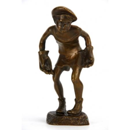 Статуэтка из бронзы Мальчик вратарь