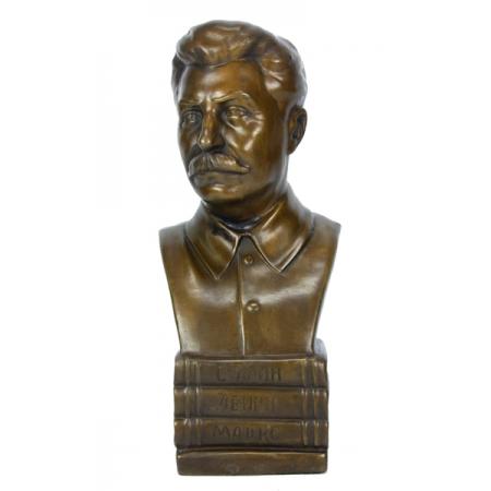 бюст Сталина на книгах