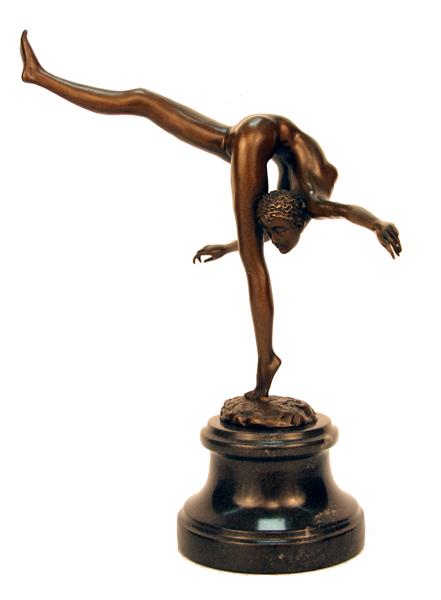 Голая гимнастка трахается